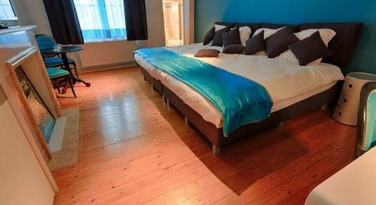 Tête de lit réalisée pour les chambres d'hôtes Parc Josaphat